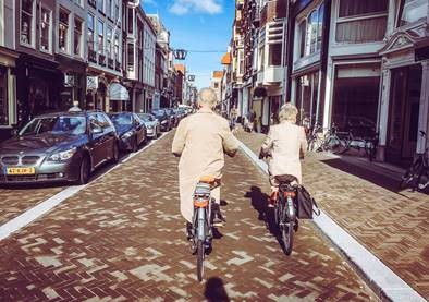 How well do older citizens of The Hague value the age-friendliness of their city?
